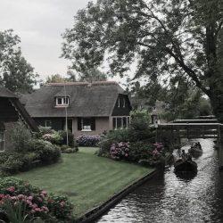 Vacation in Giethoorn, Holland // heidihallingstad.com