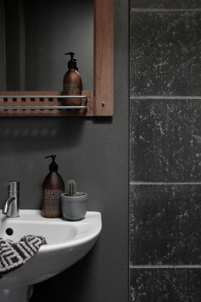 minimakover bathroom twilight grey Sadolin // heidihallingstad.com
